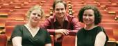 Die neue alte Leitung bei Filmplus: Kyra Scheurer (von links)ist fast von Anfang an dabei, Jenny Krüger (rechts) verantwortet schon seit drei Jahrne die Organisation. Auch Dietmar Kraus (Mitte) ist kein wirklicher Neuling; der Editor war lange begeisterter Besucher und ist im Vorstand seines Berufsverbands.