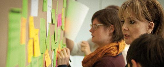 Mit der Innovationskonferenz präsentierte Crew Tech im März Stand und Ergebnisse nach einem halben Jahr Netzwerkarbeit. Und band die Gäste gleich mit ein. | Foto © Louis Dickhaut